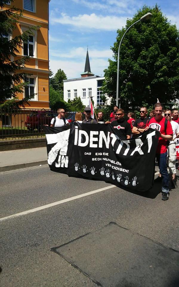 Manifestation contre l'invasion Neureppin 06062015- (5)